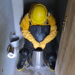 Vass-WC9523 (Kanalgummi) Tags: chest waders wathose oilskins ölzeug rubber gloves gummihandschuhe toilet sewer worker égoutier kanalarbeiter