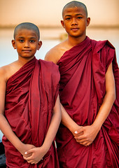 Young Monks On U Bein Bridge In Mandalay, Myanmar (El-Branden Brazil) Tags: myanmar burma burmese monks buddhism buddhist southeastasia asian asia mandalay ubeinbridge