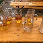 Bierverschwendung auf dem Oktoberfest thumbnail