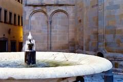 Fontana Arezzo , piazza grande (michele.palombi) Tags: arezzo fontana tuscany sunset film 35mm analogic colortec c41 negativo colore canon a1 ottica50mm film400asa piazza grande