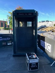 Doctor Who Series 11 Premiere - Sheffield, September 2018 (Dave_Johnson) Tags: doctorwho drwho bbc bbc1 tv television tvshow sciencefiction scifi fantasy premiere worldpremiere tardis policebox police prop sheffieldstation sheffieldmidlandstation midlandstation railwaystation station fountain sheffield yorkshire southyorkshire
