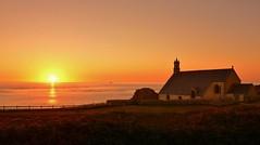 Pointe du Van / Chapelle St They  -  Cleden Cap Sizun (Finistère) (jean-paul Falempin) Tags: sunset paysage mer ciel bretagne reflets