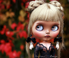 Blythecon UK <3 (pure_embers) Tags: pure laura embers blythe doll dolls custom photography uk england girl pureembers tiina lavazza emberslavazza septum piercing portrait tan cherrybeachsunset hand earrings spooky red autumn leaves blythecon