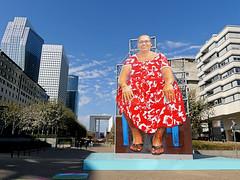 Auntie Maria (Raymonde Contensous) Tags: auntiemaria hanifkureshi art installationartistique ladéfense parvisladéfense architecture lesextatiques expositions paysageurbain insolite