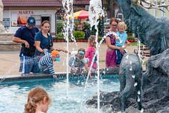 _DSC1508.jpg (Kaminscy) Tags: square roztocze zamojszczyzna oldmarketsquare fountain people kids animalsculptures europe jozefow poland józefów lubelskie pl