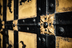 Old and still going strong (iamunclefester) Tags: münchen munich asatouristinmyhometown manualfocus manualfocusday street marienplatz citycentre city hall neuesrathaus old strong gate black yellow rivet ornament dof lines crossing