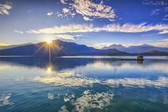 SUN MOON LAKE~Reflection~SUNRISE~日月潭日出 (Estrella Chuang 心星) Tags: 日出 日月潭 心星 倒影 水 雲 clouds water lake estrella reflection sunrise