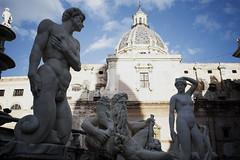 DSC_0009_1 (en.putrino) Tags: palermo sicilia italia sicily piazza pretoria massimo teatro statue leone fontana della vergogna acqua cielo nuvole clouds sky italy