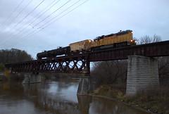52 on the bridge (Rich Peters- foosqust) Tags: ysb52 up unionpacific bridge sheboygan