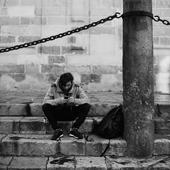 Solo (ralcains) Tags: street spain moyenformat andalucia blackandwhite analogica mittelformat argentica noiretblanc monocromo schwarzweis pelicula calle sevilla analog rollei hasselblad500cm elitegalleryaoi streetphotography analogue fotografiadecalle andalousia españa química seville mediumformat andalusia blancoynegro bw monochromatic hasselblad monocromatico formatomedio siviglia blackwhite ngc film 500cm monochrome