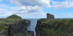 The Castle of Old Wick, Caithness, Aug 2018 (allanmaciver) Tags: old castle wick caithness harald maddadson norway king earl royal seat north coast sutherland cliffs sea jagged path historic ruin allanmaciver