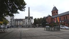 Am Obelisk und Ludwigsbrunnen in Worms (fotoculus) Tags: rheinlandpfalz deutschlandalemaniagermanyduitslandalemanhagermaniaallemagnetyskland worms ludwigsbrunnen ludwigsdenkmal obelisk