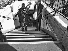 Figé (geolabidouille) Tags: blackwhite noirblanc photoreportage people personnes paris