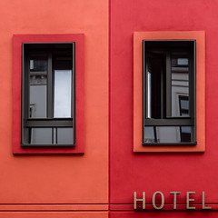 Red hotel (Ulrich Neitzel) Tags: facade fassade fenster hamburg hotel mzuiko1250mm olympusem5 red reflection rot spiegelung square window