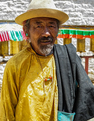 Tibetan man walking the Kora - Shigatse - Tibet (Sjak11) Tags: shigatse kora tibet sony