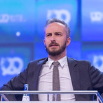 Jan Böhmermann looks sceptical during show thumbnail