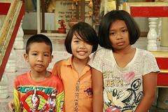 cute children (the foreign photographer - ฝรั่งถ่) Tags: three cute children khlong thanon portraits bangkhen bangkok thailand canon