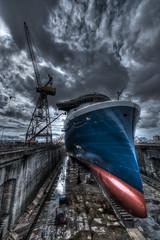 (3quilibre) Tags: nikon d750 1424f28 celebrity edge bateau cruise ship paquebot bleu rouge grue crane forme joubert stnazaire loire nuages ciel
