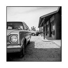 full • palmdale, ca • 2018 (lem's) Tags: full complet motel palmdale ca california four aces ghost town ville fantome cars automobile classic vintage rolleiflex t