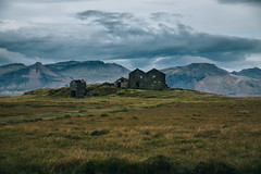 Abandoned (desomnis) Tags: iceland landscape landscapephotography landschaft landscapes island nature naturephotography northerneurope cloudysky darkclouds mountains mountainscape mountainandclouds abandoned house old 5d canon5dmarkiv canon5d tamron2470mm tamronsp2470mmf28 tamron2470mmf28 desomnis