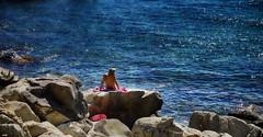 Relax en las Rocas (candi...) Tags: rocas mujer mar agua airelibre sonya77 naturaleza nature