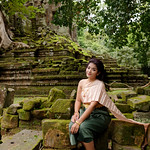Woman in traditional Khmer clothing thumbnail