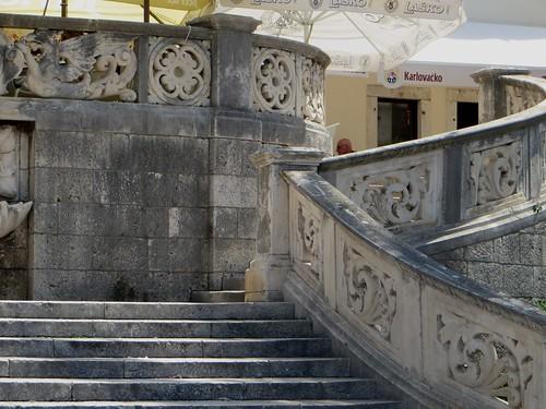 Escalier à double révolution, Korčula, comitat de Dubrovnik-Neretva, Dalmatie, Croatie.