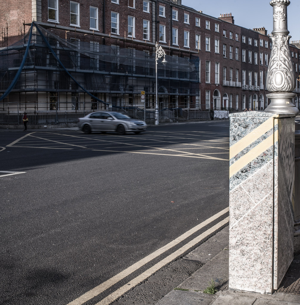 LOOK RIGHT PAINT-A-BOX STREET ART [GARDINER PLACE OFF MOUNTJOY SQUARE]-144988