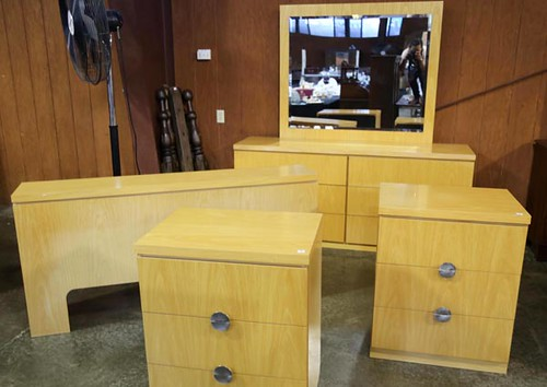 Nice 4 piece Lane bedroom set ($336)