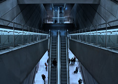 Up and Down (Le.Patou) Tags: danemark copenhague københavn modern descente métro subway underground perspective stairs stairway descent gray eos eosm