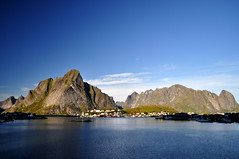 En route to Reine (charlottehbest) Tags: charlottehbest norway scandinavia roadtrip honeymoon 2017 september autumn lofotenislands lofoton exploring fjords nikon nikond5000 d5000 water
