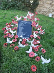 Rutland Poppy Project Oakham Castle Purple Poppies Remembering Animals and White for conscientious objectors and peace Horseshoes have been made for all Rutland Town and Villages (@oakhamuk) Tags: rutlandpoppyprojectoakhamcastlepurplepoppies remembering animals white for conscientiousobjectors peace horseshoes have been made all rutland towns villages