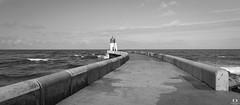 Direction le Phare.. towards the lighthouse.. (Didier Gozzo) Tags: océan bw noiretblanc sea mer outdoor canon capbreton landes ngc lightouse phare