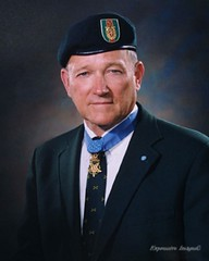 Col. (R) Roger Hugh C. Donlon Medal of Honor Ceremony (7th Special Forces Group (Airborne)) Tags: soldier 7thsfga 7thspecialforcesgroupairborne medalofhonor moh paratrooper sfa7 specialforcesassociationchapter7 redempire rogerhcdonlon rogerdonlon coldonlon