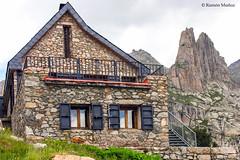 Refugio y Agujas d'Amitges, Pirineo catalán (Ramón Muñoz - Fotografía) Tags: los pirineos pirineo catalán parque nacional refugio refugi agulles agujas damitges