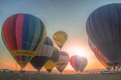 Colores en el viento (Zu Sanchez) Tags: gloobo globoaerostatico vueloenglobo globo balloon balloonride balloons surreal surrealismo zusanchezphotography zusanchez canon canoneos70d 70d