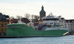 Øysund til kai i Stavanger havn, Norge (pserigstad) Tags: stavanger rogaland norge norway stavangerhavn