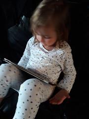 20181004_191236 (Benoit Vellieux) Tags: enfant child kind fille girl mädchen jeune young jung tablet pyjama pajamas canapé sofa settee tablette ipad couch