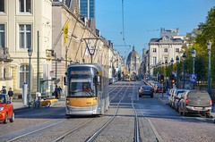 Bruxelles : Le nonante deux remonte la Rue Royale (13.10.2018) (thomas_chaffaut) Tags: stib mivb bruxelles belgique bombardier flexity outlook t3000 rueroyale tram tramway streetcar strasenbahn streetsofourworld city europe kingsvehicles kingstransports tvtransport discover neverstopexploring weekend