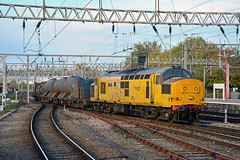 97304 3S71 Crewe (British Rail 1980s and 1990s) Tags: train rail railway lmr londonmidlandregion mainline wcml westcoastmainline livery liveried traction station ee englishelectric type3 br britishrail growler tractor diesel 37 class37 loco locomotive networkrail yellow 97 class97 rhtt railheadtreatmenttrain 3s71 crewe cheshire 97304