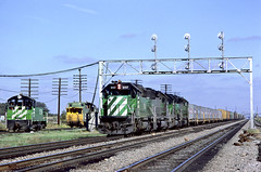 BN SD40-2 8117 (Chuck Zeiler) Tags: bn sd402 8117 railroad emd locomotive eola train chuckzeiler chz