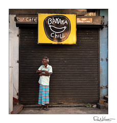 Banana Chill (Raul Kraier) Tags: man banana chill cafe kandy srilanka