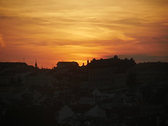 Atardece en Praga (jantoniojess) Tags: sunset atardecer panasoniclumixg80 praga praha ocaso puestadesol castillodepraga cielo