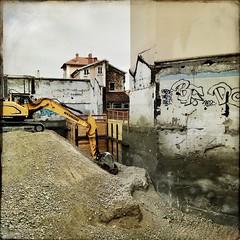 La peau des murs ne sait pas crier... (woltarise) Tags: lyon france travaux démolition immeubles murs chantier iphone7 hipstamatic