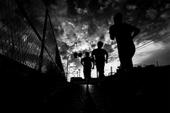 141018 running (soyokazeojisan) Tags: japan osaka city bw street sunset sky clouds people blackandwhite monochrome digital olympus em1markⅱ 918mm 2018 absoluteblackandwhite