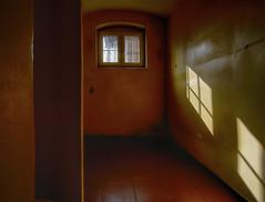 Der Knast (3) (david_drei) Tags: lostplace abandoned prison jva aresztśledczywzabrzu decay urbex urbanexplorer fenster hdr stacheldraht barb barbwire