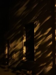 20180924_204739 (Benoit Vellieux) Tags: lyon 3rddistrict 3èmearrondissement grangeblanche lacassagne nuit nacht night obscurité darkness dunkelheit finsternis architecture lumière light licht ombre shadow schatten porte door tür pavillon einfamilienhause