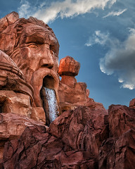 Mythos (jn3va) Tags: islandsofadventure orlando universal mythos waterfall biggianthead fl