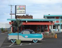 Atomic Motel (pris matic) Tags: atomicmotel astoriaoregon astoria oregon oregoncoast pacificnorthwest pnw retro colorful pinkflamingos