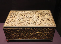 carved hunting scene box (squeezemonkey) Tags: vienna austria carved kunsthistorischesmuseumwien khm box huntingscene casket boxwood 1460 dogs trees decorative